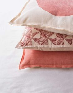 Marc O'Polo Vesa Coral Pink Dekokissen 45 x 45 cm