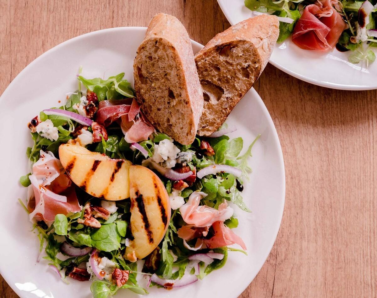 Recept salade gegrilde perziken 4 personen